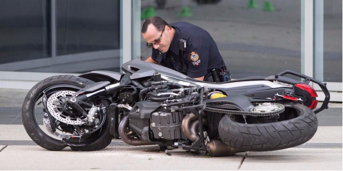 La motociclista murió en la filmación de una escena de acción.