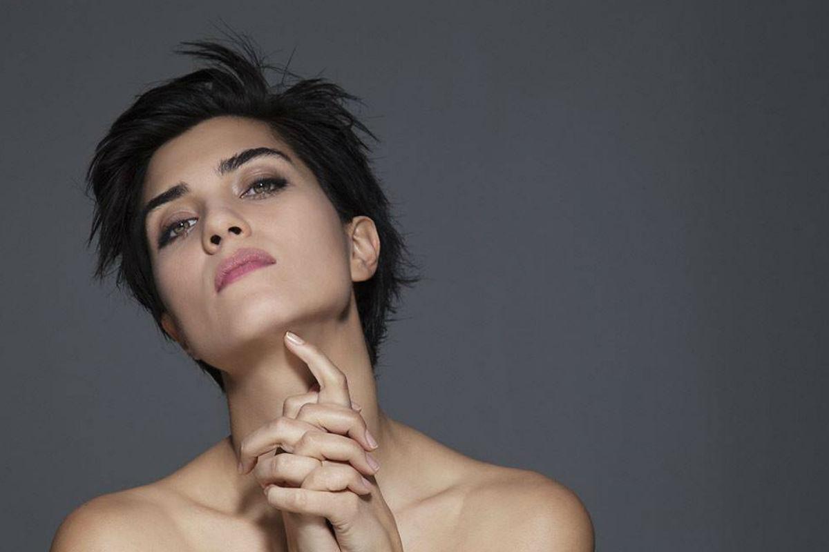 Ella es la hermosa actriz que interpreta a Sühan en Cesur ve Güzel (Valiente y Hermosa)