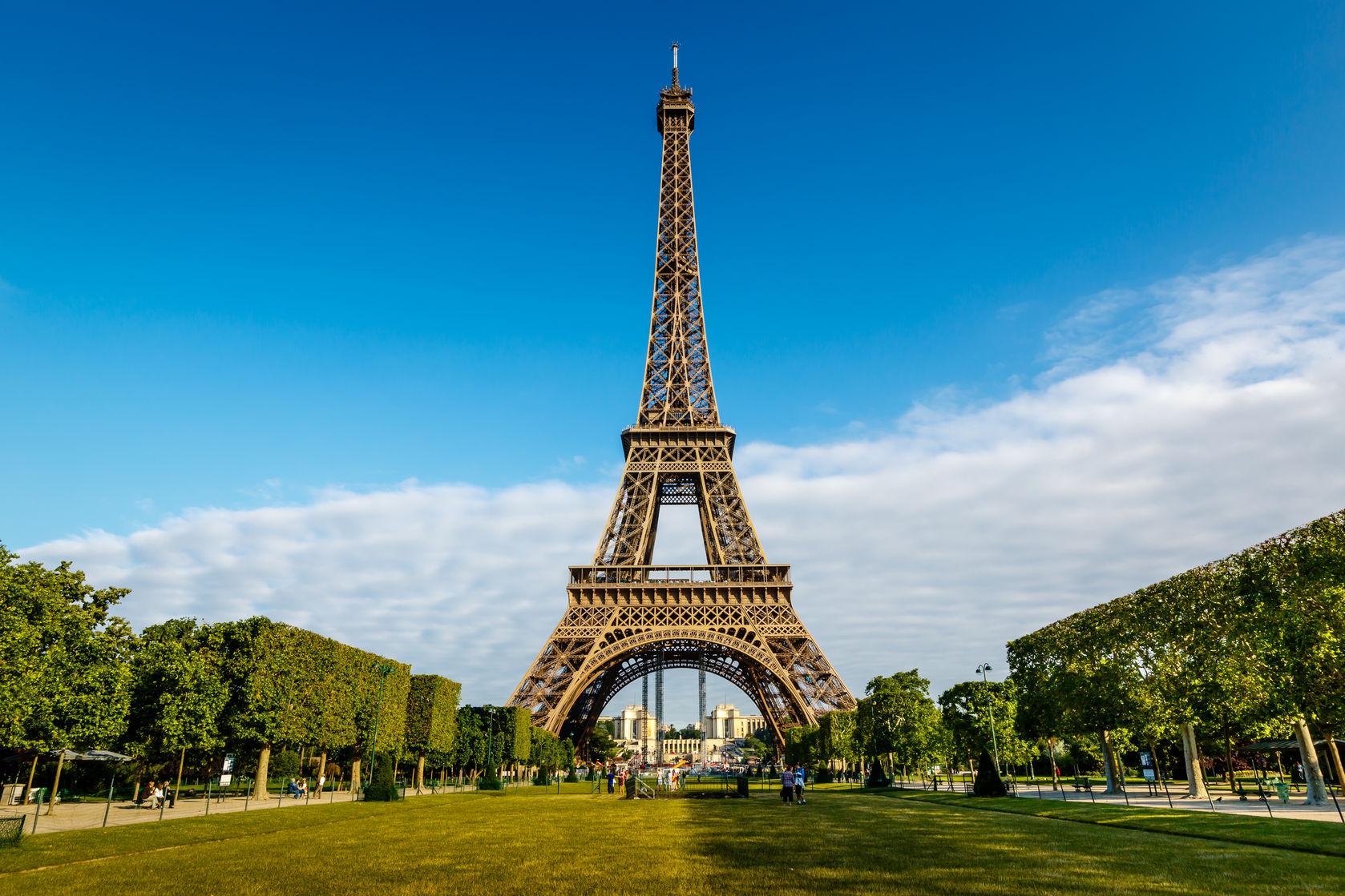 Réplica de Torre Eiffel en Sabaneta genera polémica en redes sociales