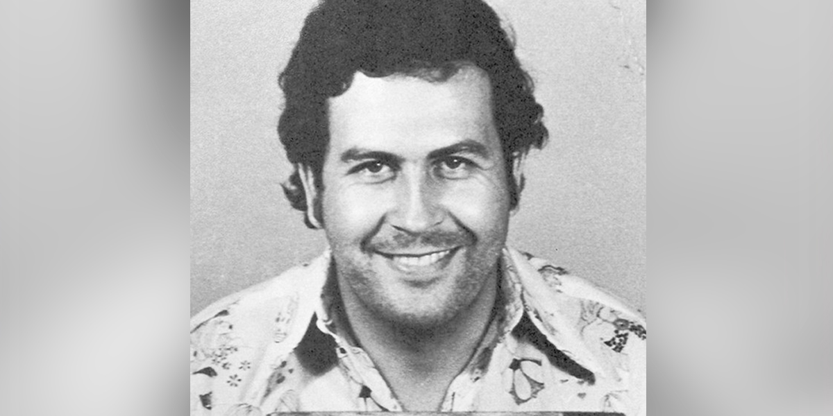 Revelan el curioso truco que usaba Pablo Escobar para verse más alto