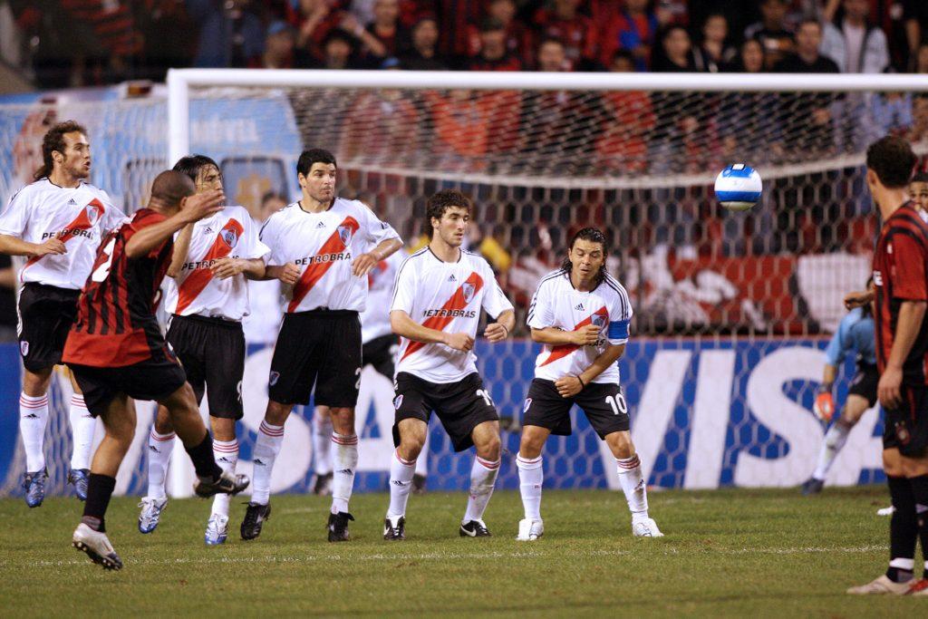 tiro libre directo e indirecto argentina fútbol - 123rf