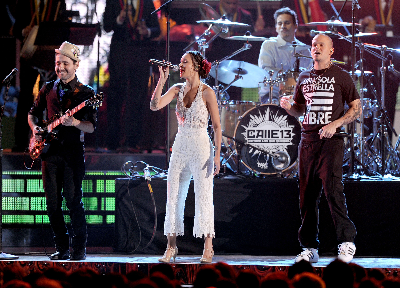 #TBT Latin Grammy 2011: Calle 13 se luce junto a una particular orquesta