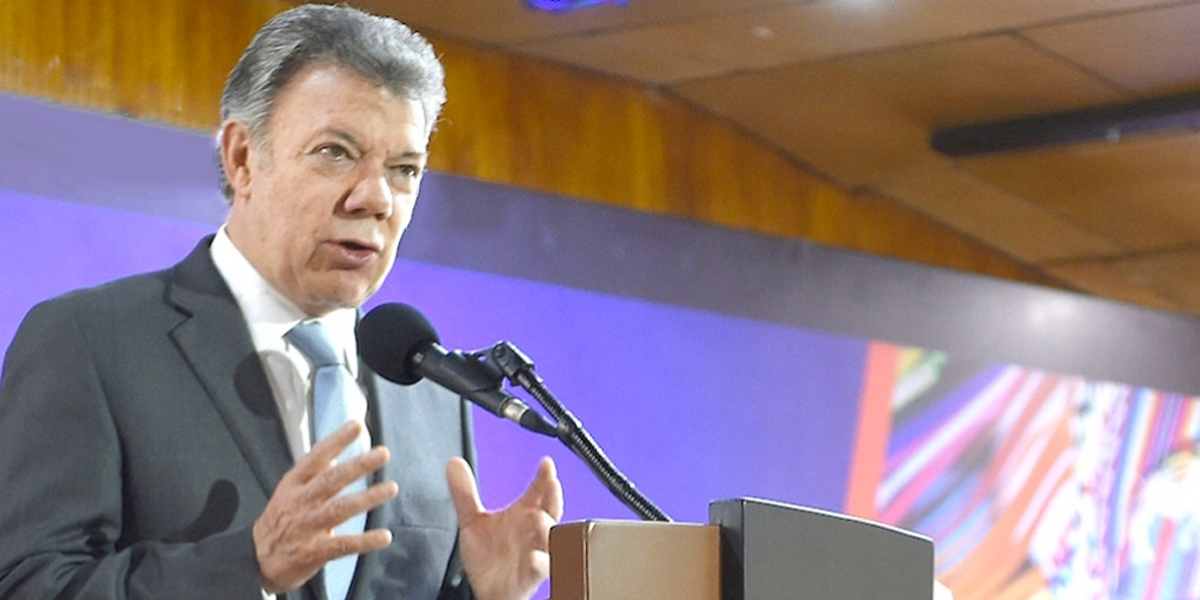 Reina de Inglaterra reconoce esfuerzos de Santos por la Paz de Colombia