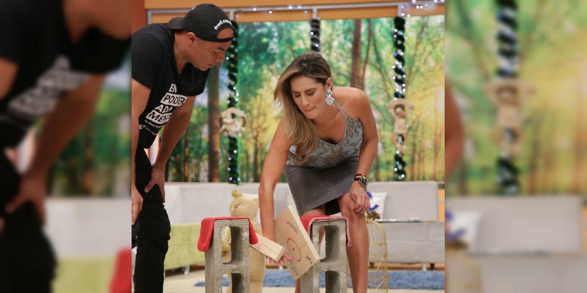 """Carolina Soto logró romper una tabla con el poder del enfoque en """"Acá Entre Nos"""" / FOTO: Laura Vallejo - Digital Canal 1."""