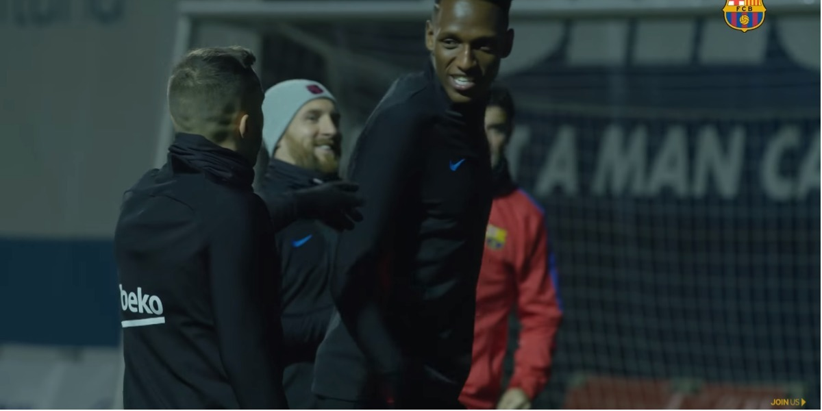 Yerry Mina ya se entrenó con sus compañeros del Barcelona - Foto: captura de pantalla.