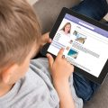 niños redes sociales tablet - 123rf