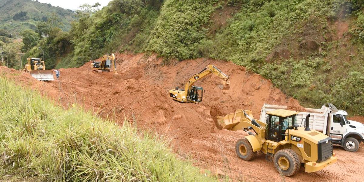 Vía Santa Fe de Antioquia - Medellín permanece cerrada por gran derrumbe