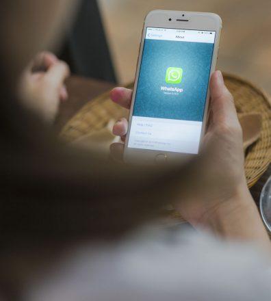 whatsapp teléfono celular movil - 123rf