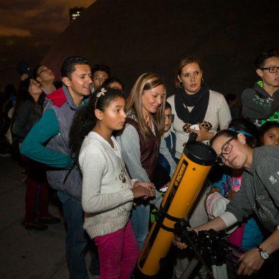 planetario nocturno telescopio observacion astronomica bogota