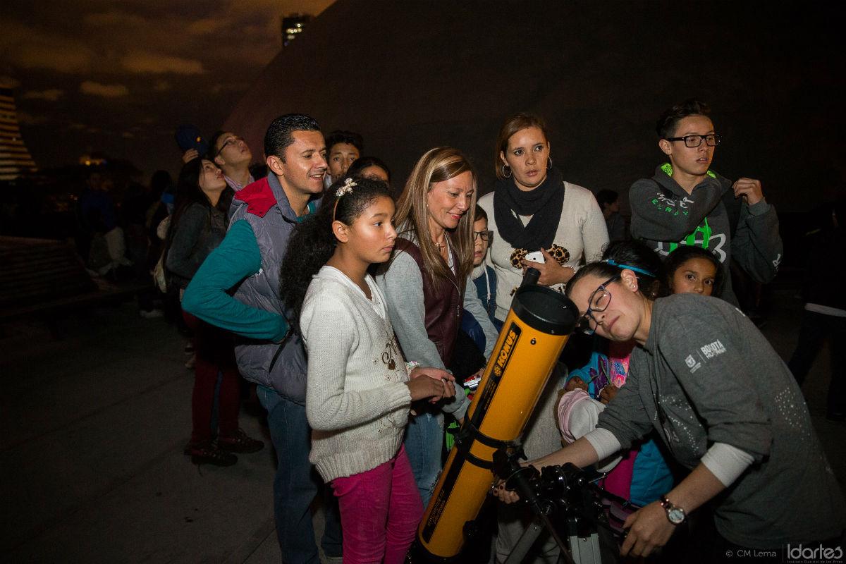 planetario nocturno telescopio observacion astronomica bogota semana santa