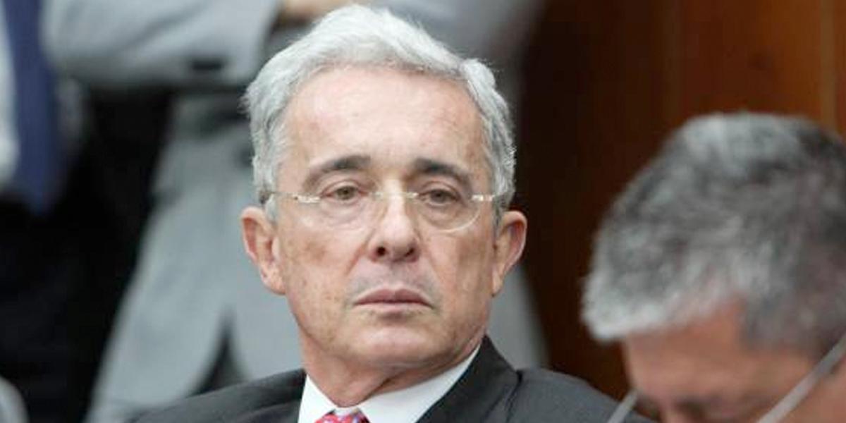 Uribe presentó recurso contra fallo que ordena investigarlo por manipulación de testigos