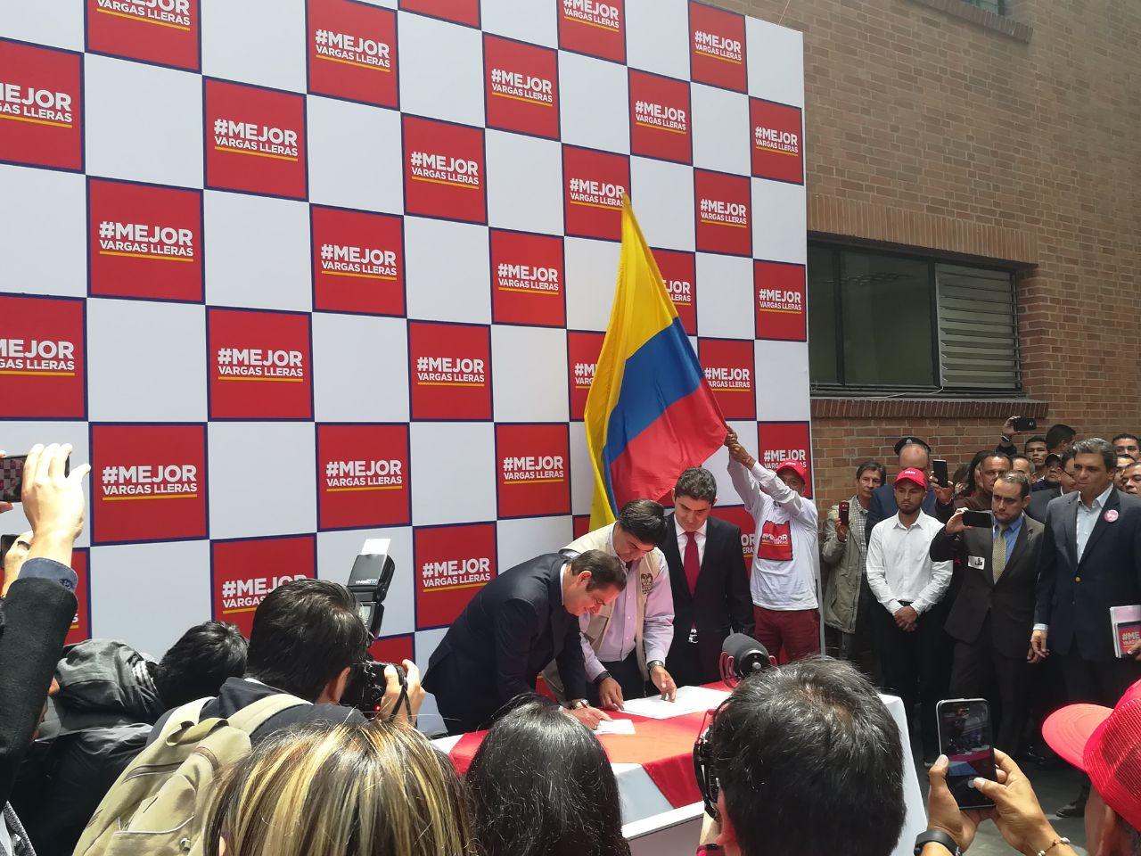 Germán Vargas Lleras inscribe su candidatura presidencial