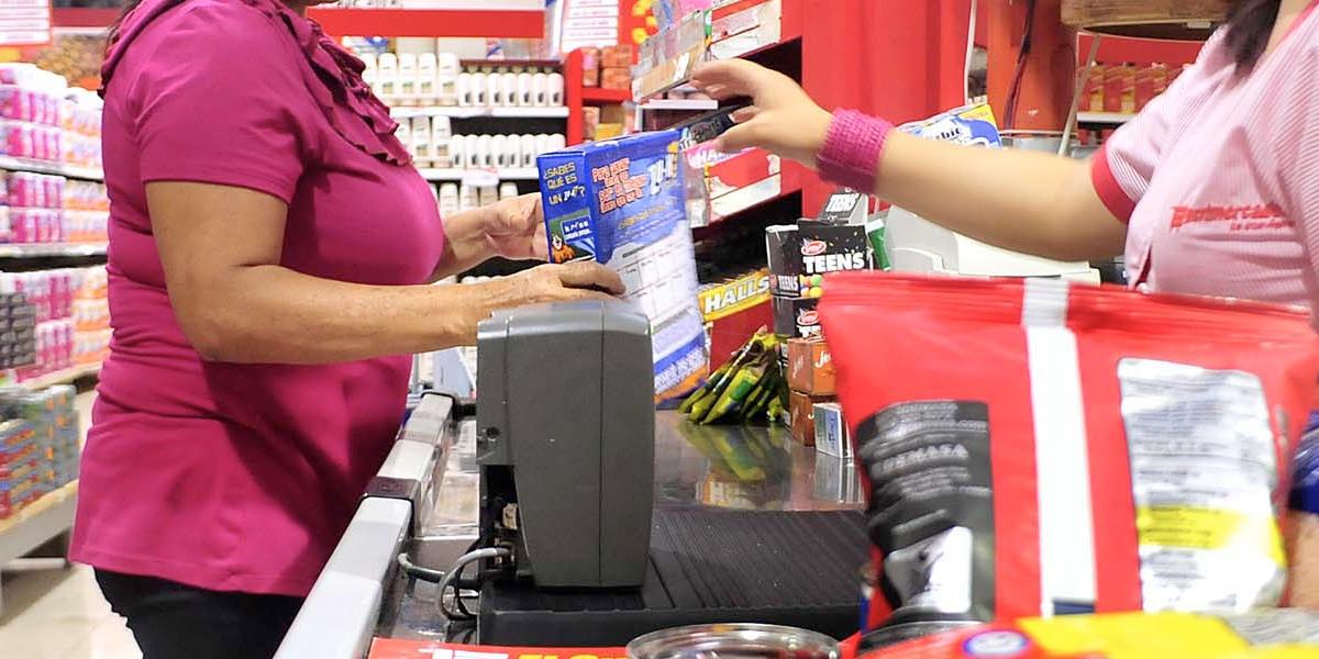 Confianza del consumidor vuelve a caer en febrero
