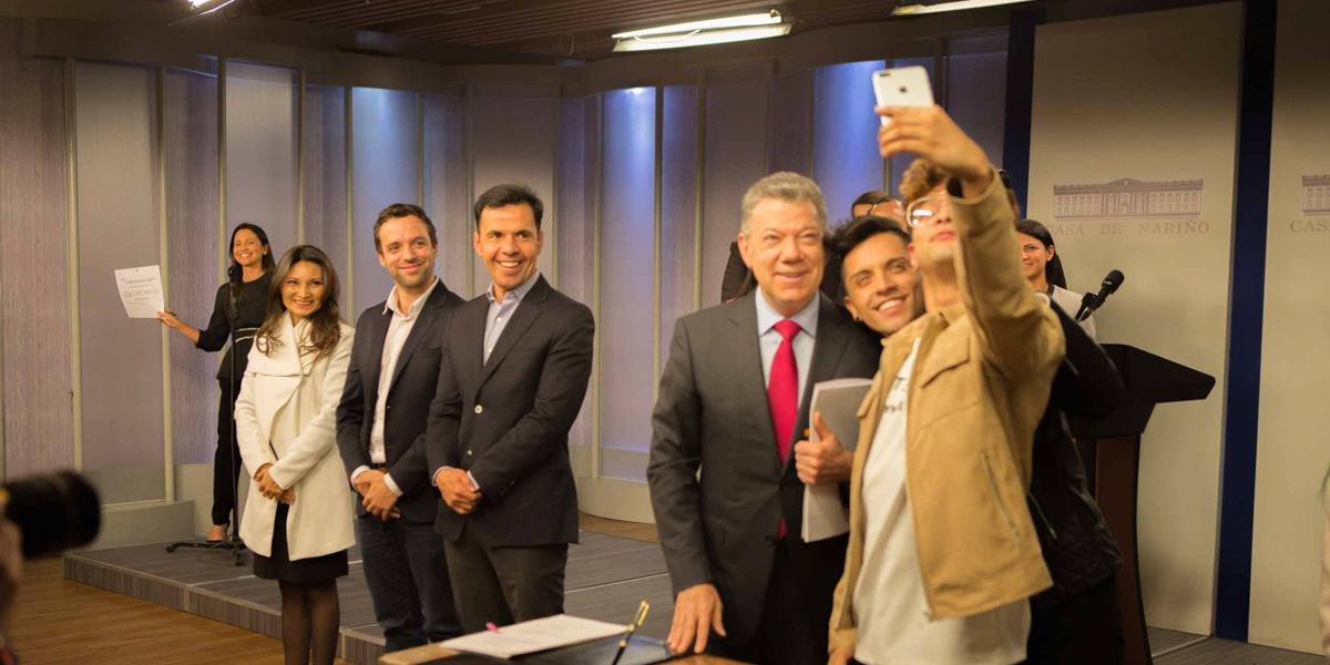 Santos firma Decreto por una Colombia libre de discriminación