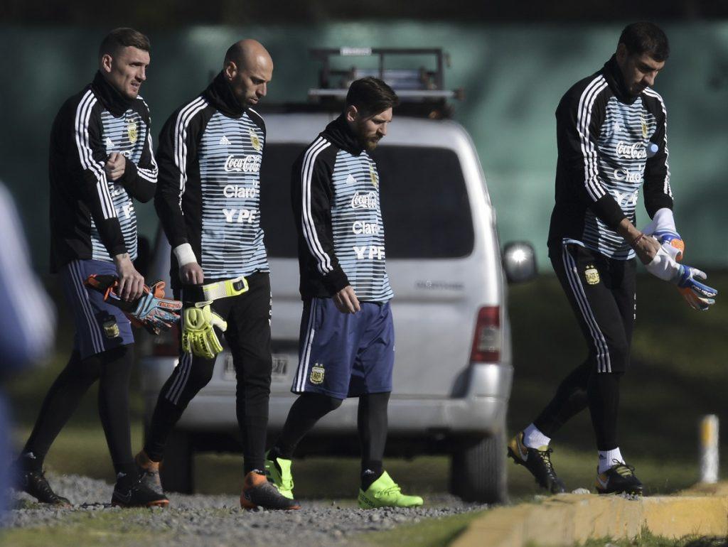 Franco Armani y Lionel Messi, la imagen que causa revuelo en Argentina
