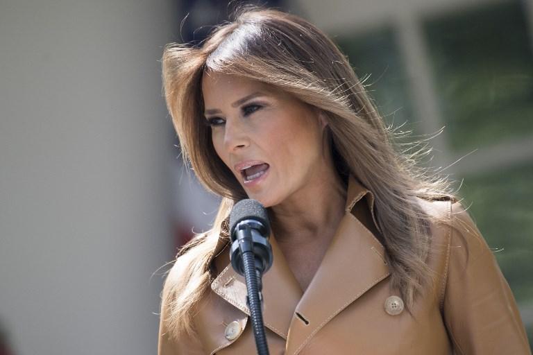 Melania Trump desata polémica por chaqueta con mensaje: