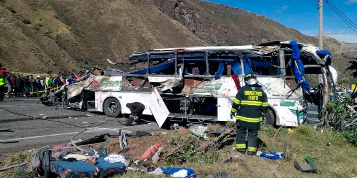 ¡Atención! Veintitrés muertos en un accidente de un bus colombiano en Ecuador