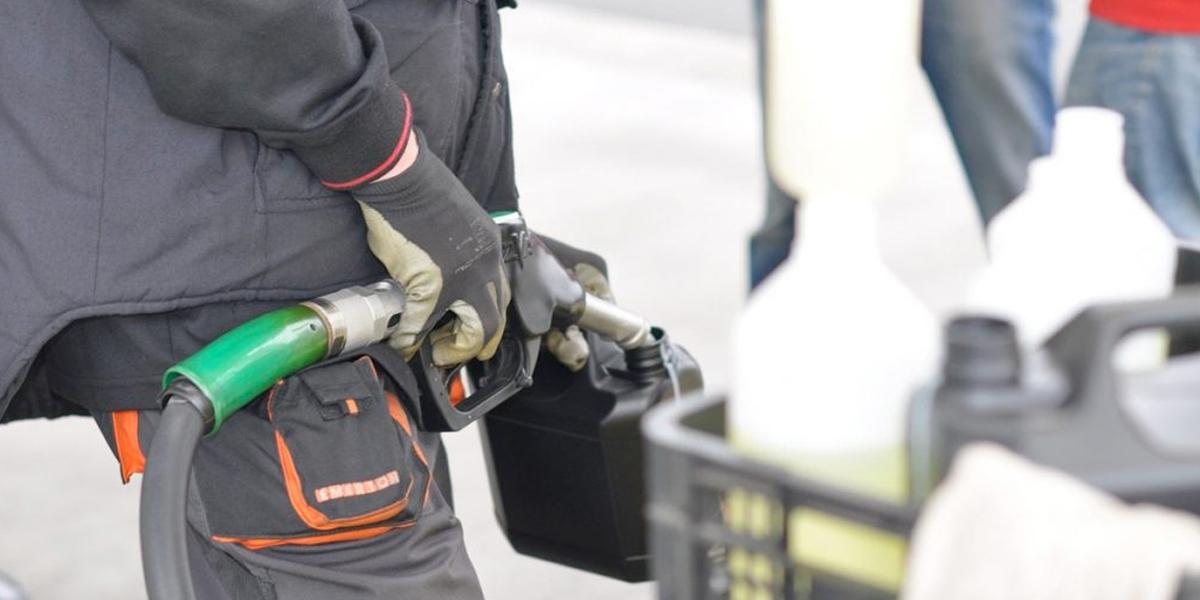 Alza de impuestos en combustibles ya fue considerada en tarifas de febrero