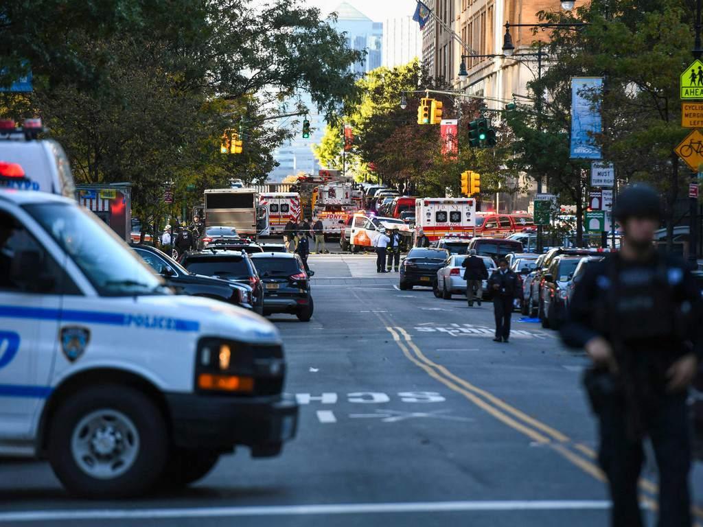 Policía de Nueva York reporta 20 muertos en accidente de limusina