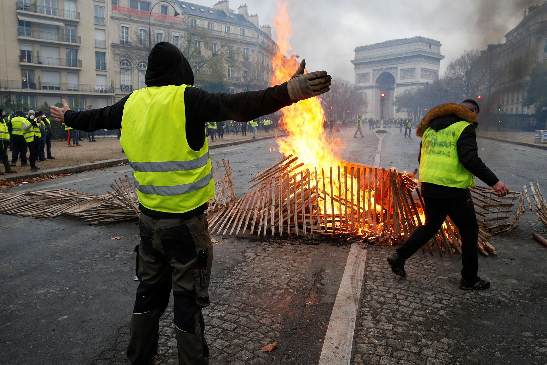 Protestas en París terminan con 287 detenidos y 110 heridos