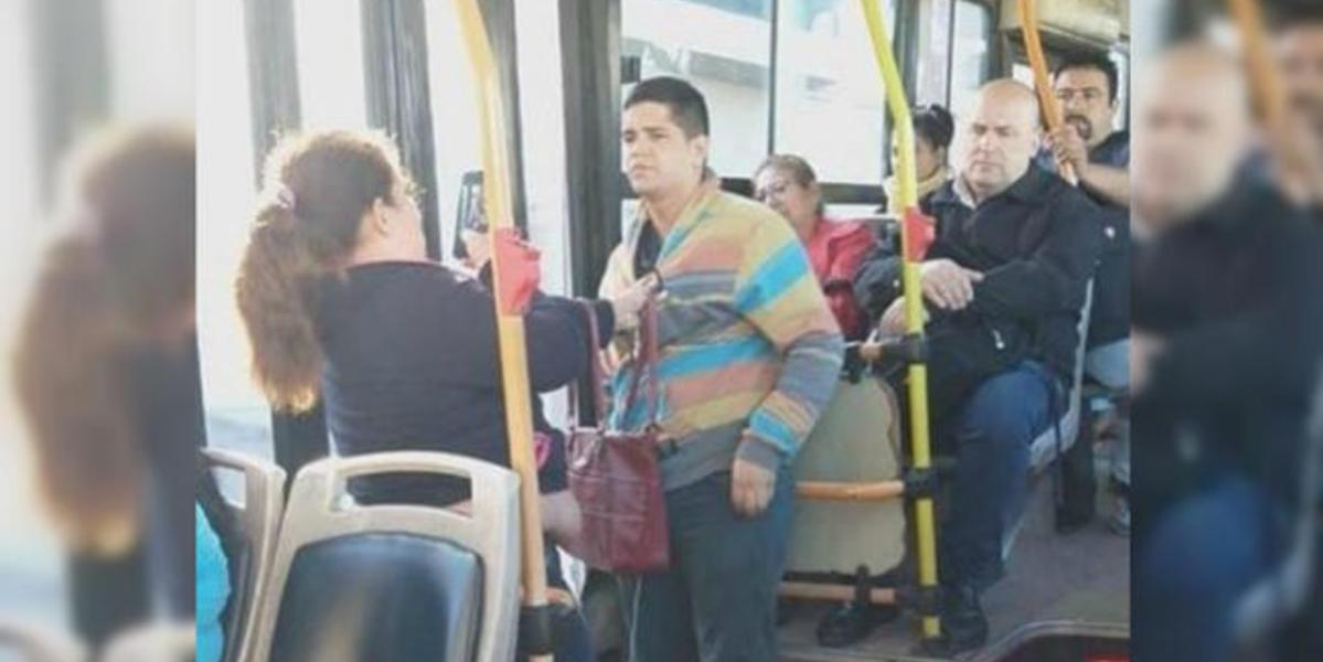 Ladrón que intentaba robar un celular fue detenido a 'cachetazos' por una valiente mujer