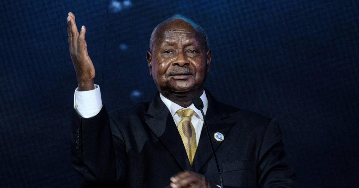 """""""La boca es para comer"""": presidente de Uganda busca penalizar el sexo oral"""