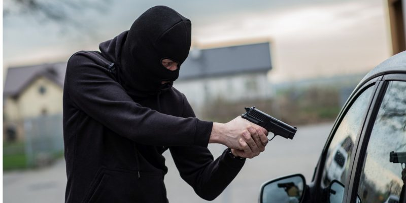 Muere joven al intentar asaltar un Uber: el chofer era policía