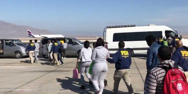 57 inmigrantes son expulsados de Chile por delitos