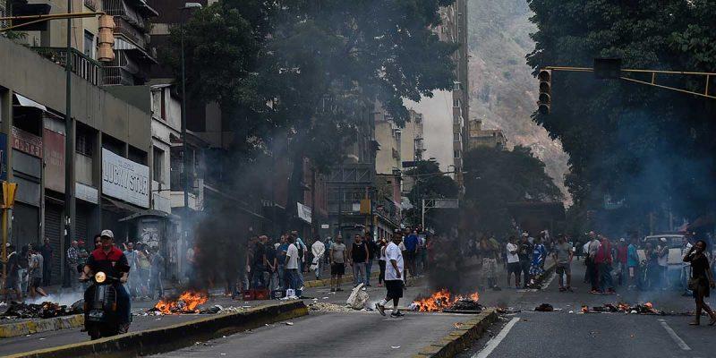 Guaidó manda emisarios a dialogar con Nicolás Maduro