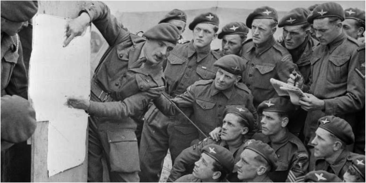Paracaidistas británicos previo desembarco normandia cc0