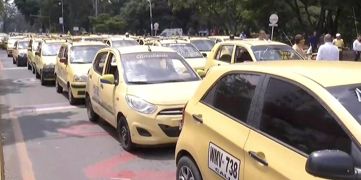 Taxistas anuncian paro nacional por regreso de Uber