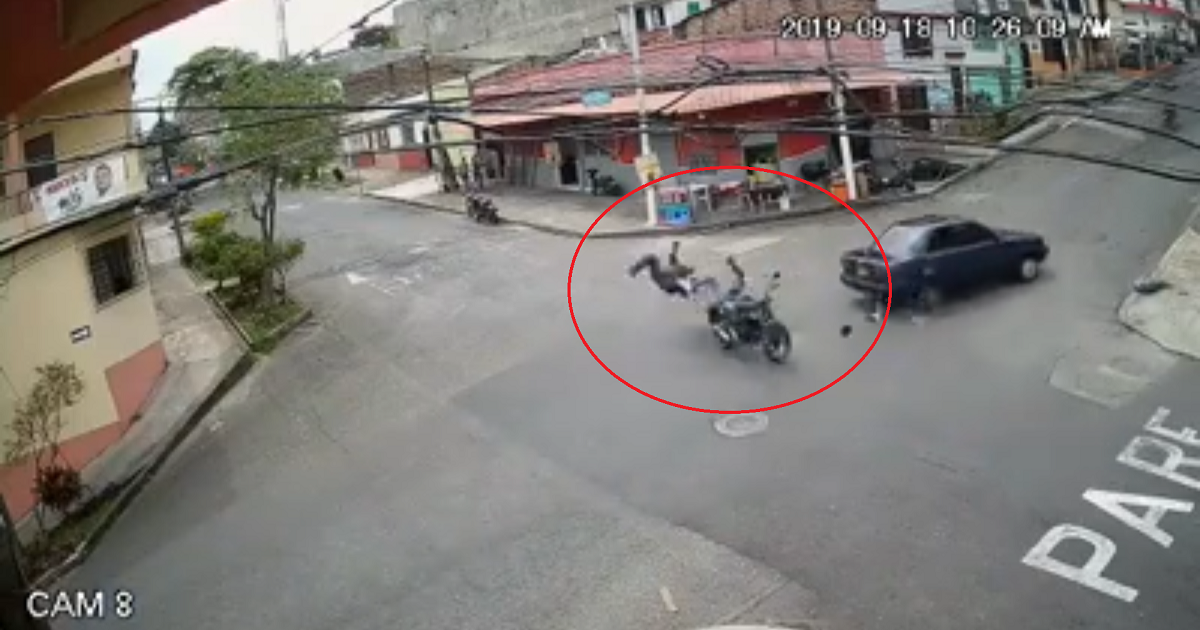 (Video) Impresionante accidente de moto que hizo caso omiso a un 'Pare' en Pereira