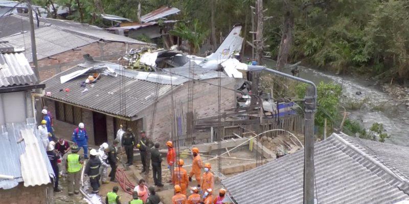 ¡Atención! Avioneta cayó sobre unas casas en Cauca y deja 6 muertos
