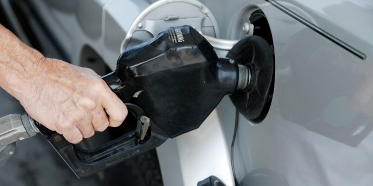 Baja el precio de la gasolina $1.200 a partir de este martes