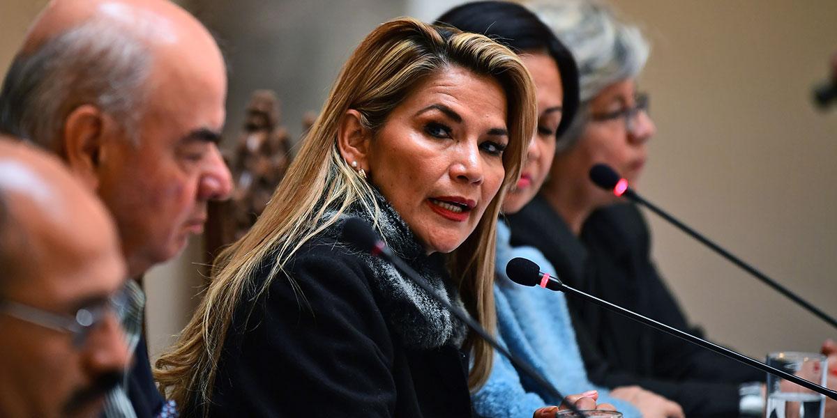 Corte de Bolivia extiende mandato de presidenta interina, Jeanine Áñez, hasta que asuma un nuevo gobierno