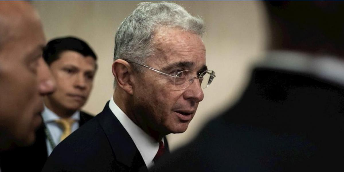 Controversia por aborto, Uribe propone referendo