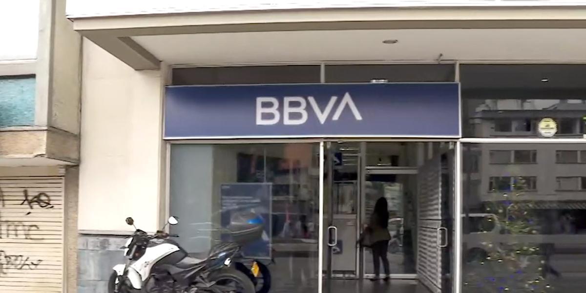 BBVA habría ordenado a sus empleados atender clientes sin importar 'pico y género' o si usaban tapabocas