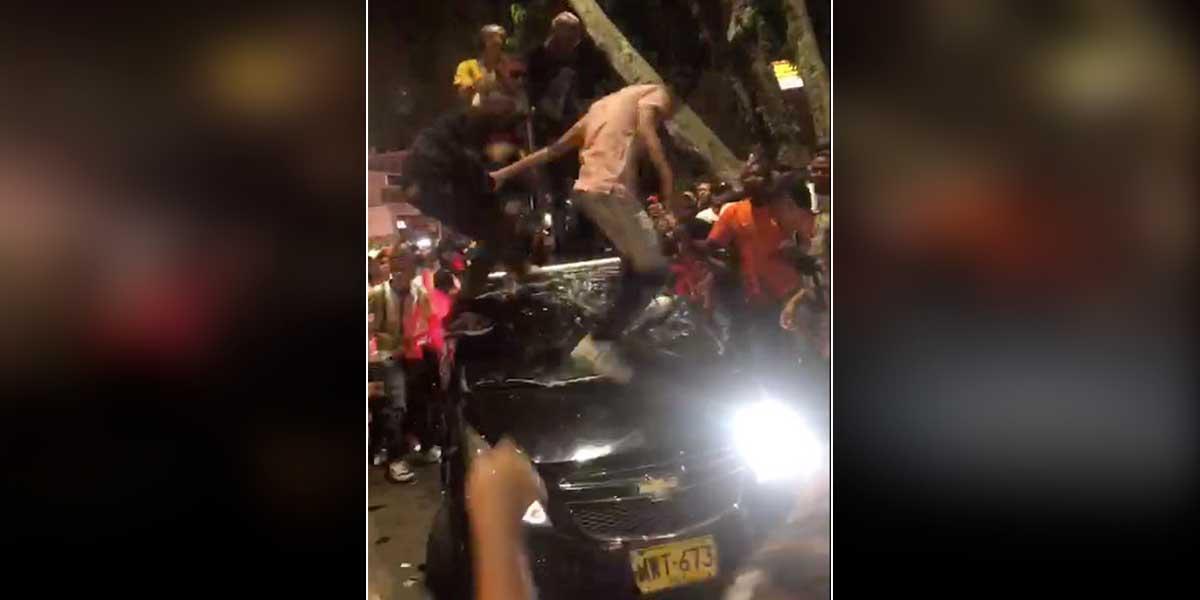 Comerciantes se solidarizan con joven al que vándalos le destruyeron su carro en Cali