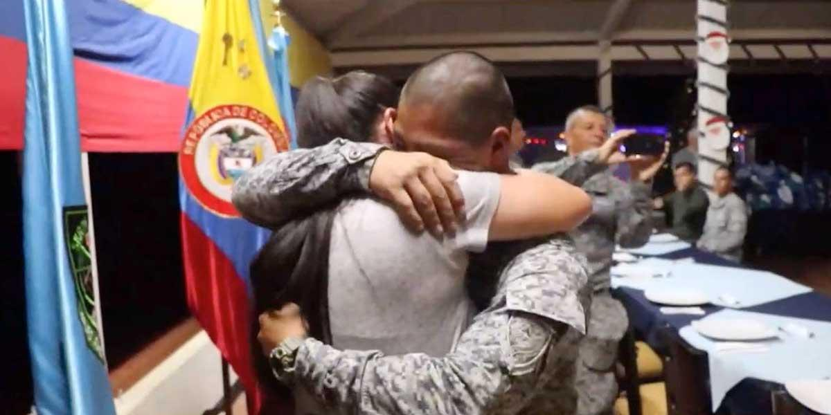 Esta fue la sorpresa que recibieron dos soldados en Navidad