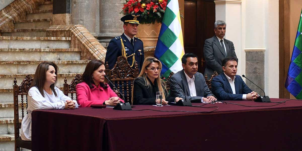 Se agudiza crisis: España responde a Bolivia y expulsa a tres diplomáticos «por gesto hostil»