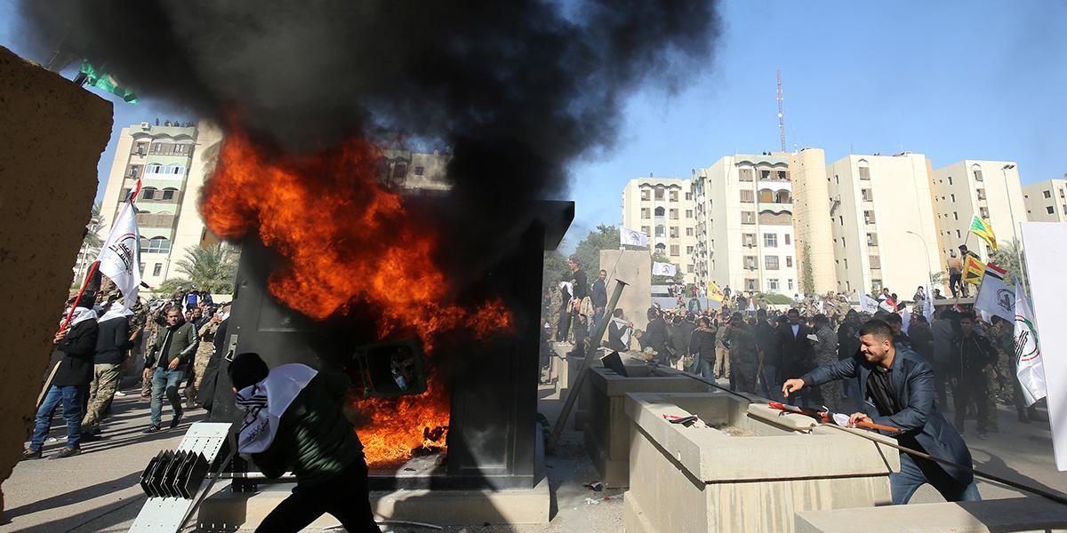 Multitud de manifestantes asaltan la embajada de EE. UU. en Bagdad