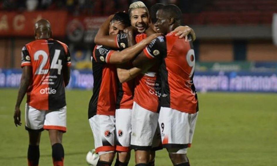 Cuatro equipos del fútbol colombiano se podrían quedar sin reconocimiento deportivo