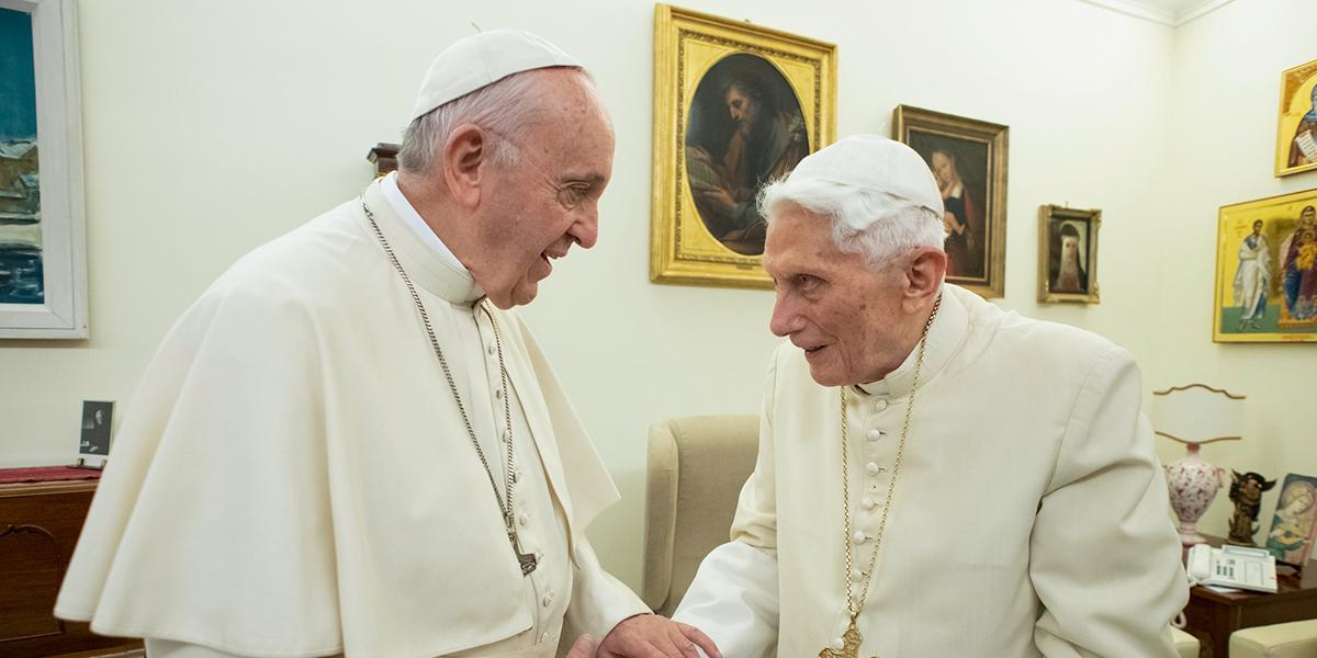 Benedicto XVI pide al papa Francisco que abandone idea de la ordenación de hombres casados