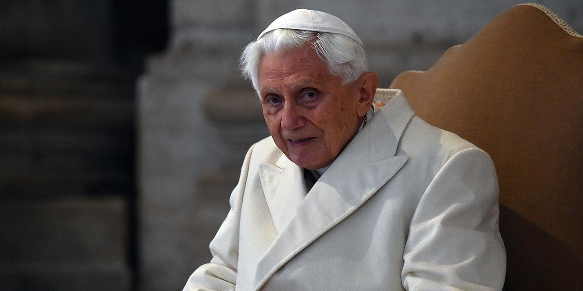 Benedicto XVI retira su firma de controvertido libro sobre el celibato
