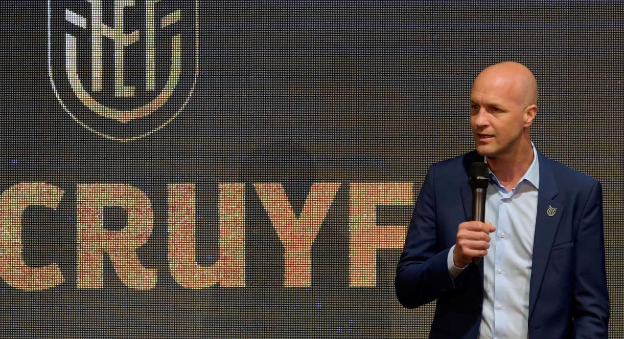 Hijo de Johan Cruyff fue presentado como nuevo DT de Ecuador