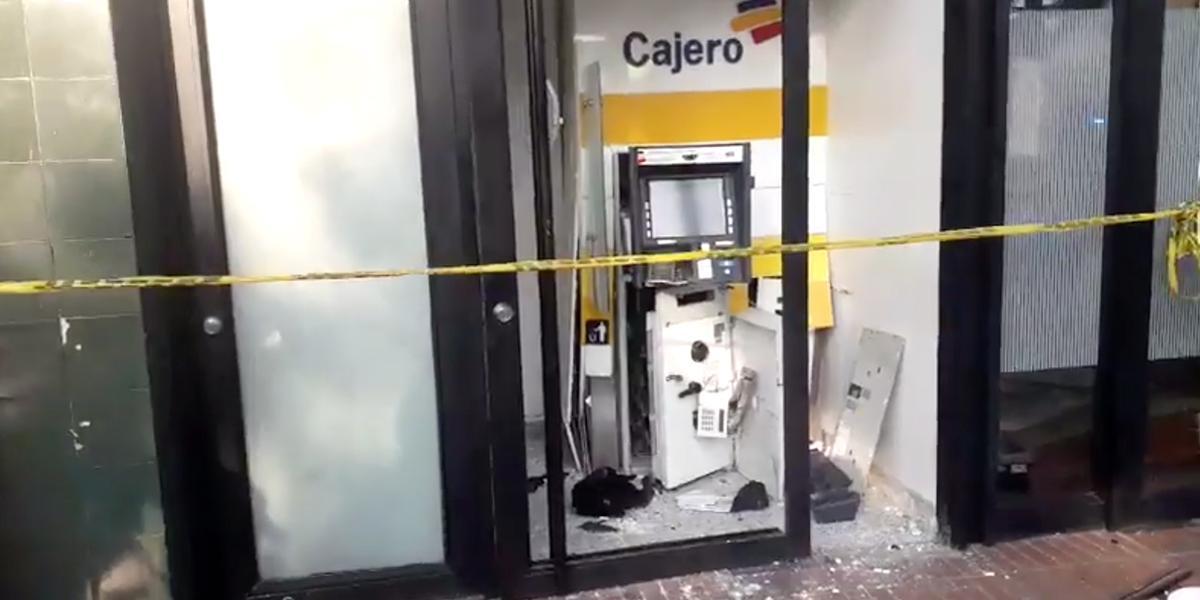 Con explosivos, ladrones volaron un cajero automático en Cali