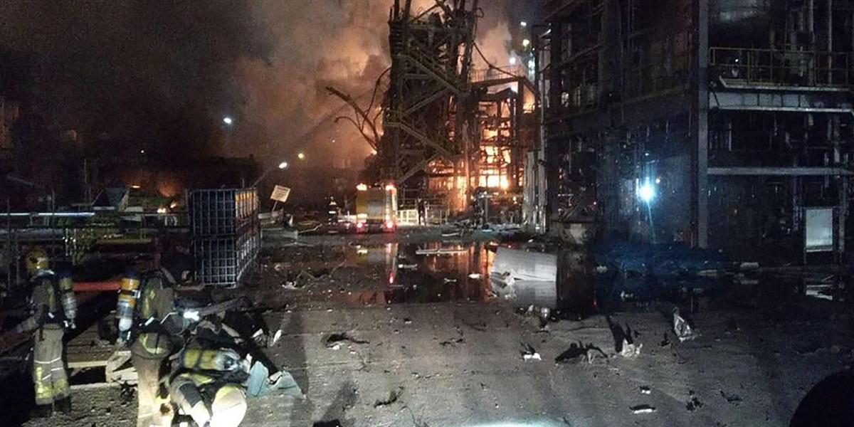 Tres muertos en la explosión de una planta química en España