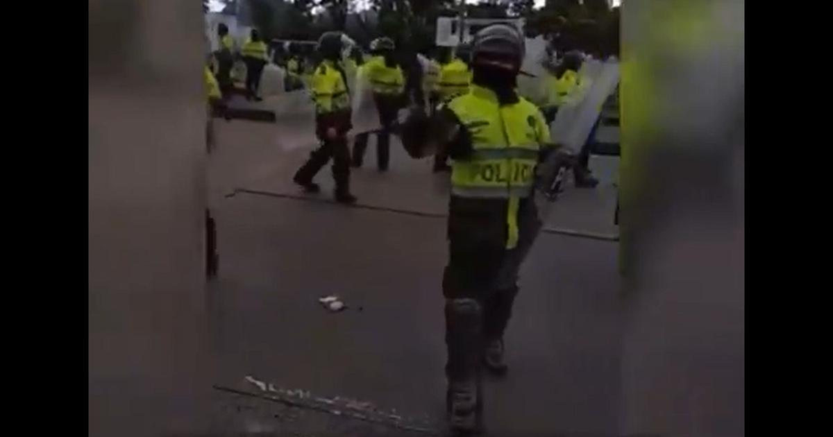 """""""Vaya a grabar a esa alcaldesa hijue&%/@"""": policía a ciudadano que filmaba protesta"""