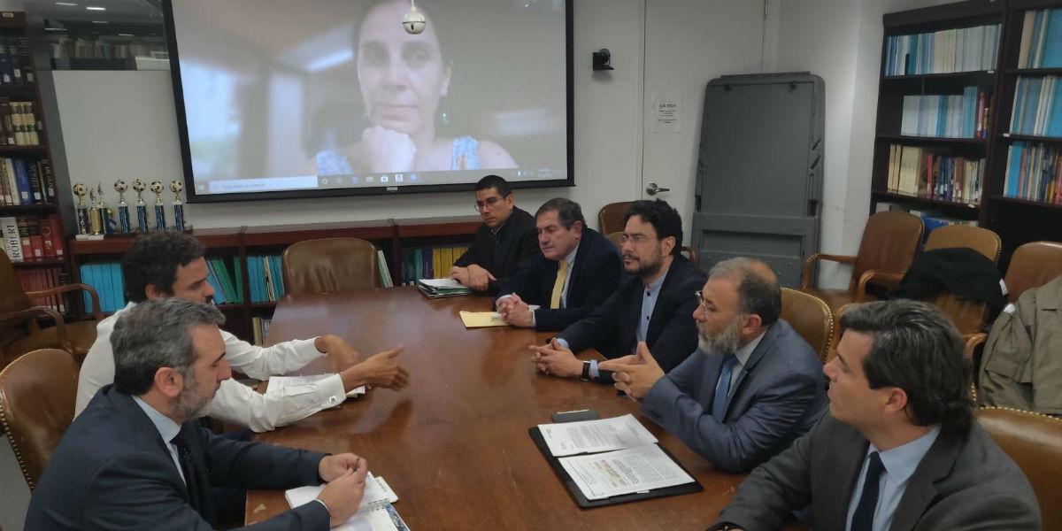 Senadores colombianos denuncian uso de fondos de EE.UU. para espionaje