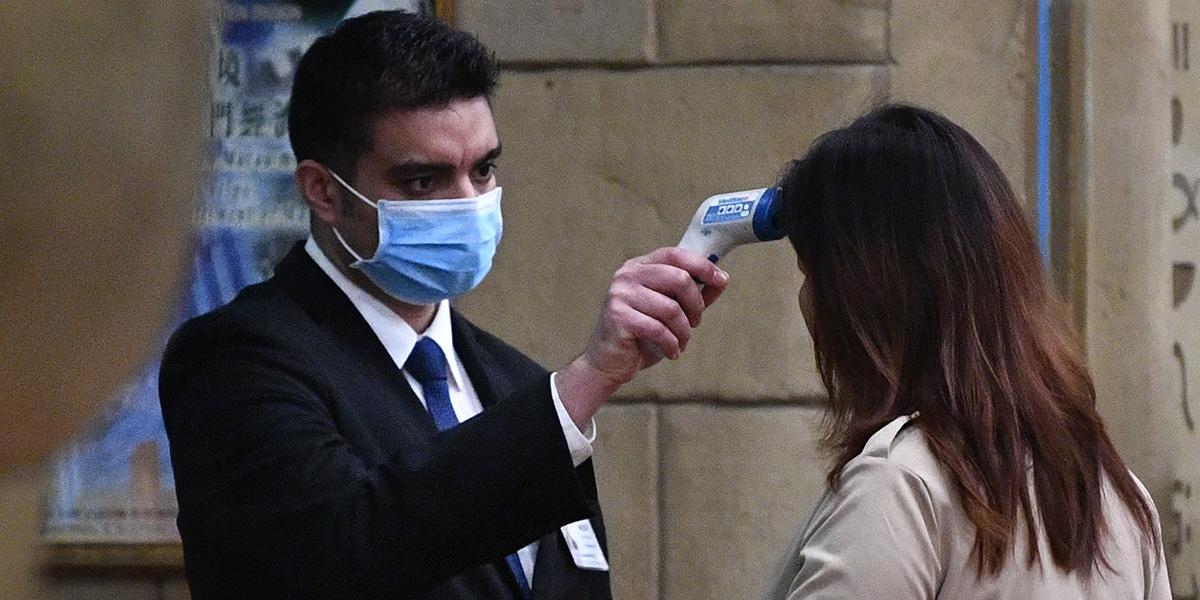 ¿Llegó 'el virus mortal' a Colombia?: pasajero chino alerta a las autoridades en El Dorado